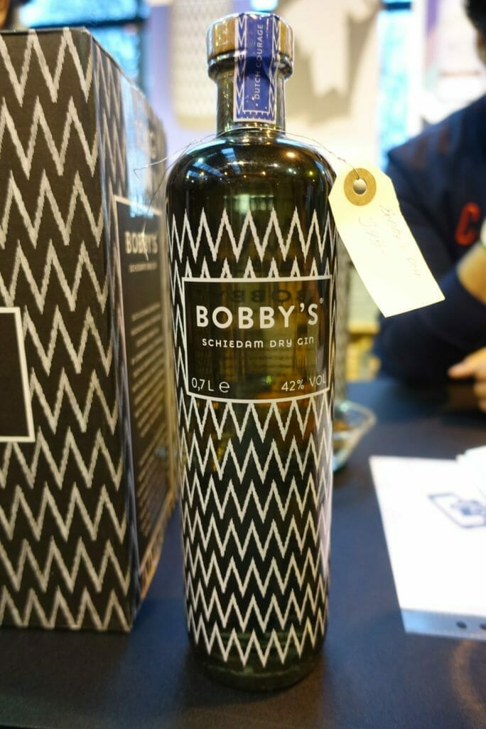 Bobby's gin with zigzag pattern