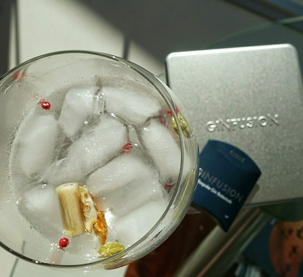 Lemongrass, pink pepper, orange and lemon peel and cardamom come together in the citrus garnish
